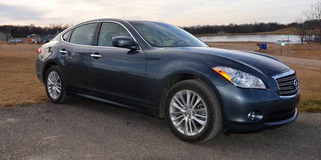 2012 infiniti m56x review front angle