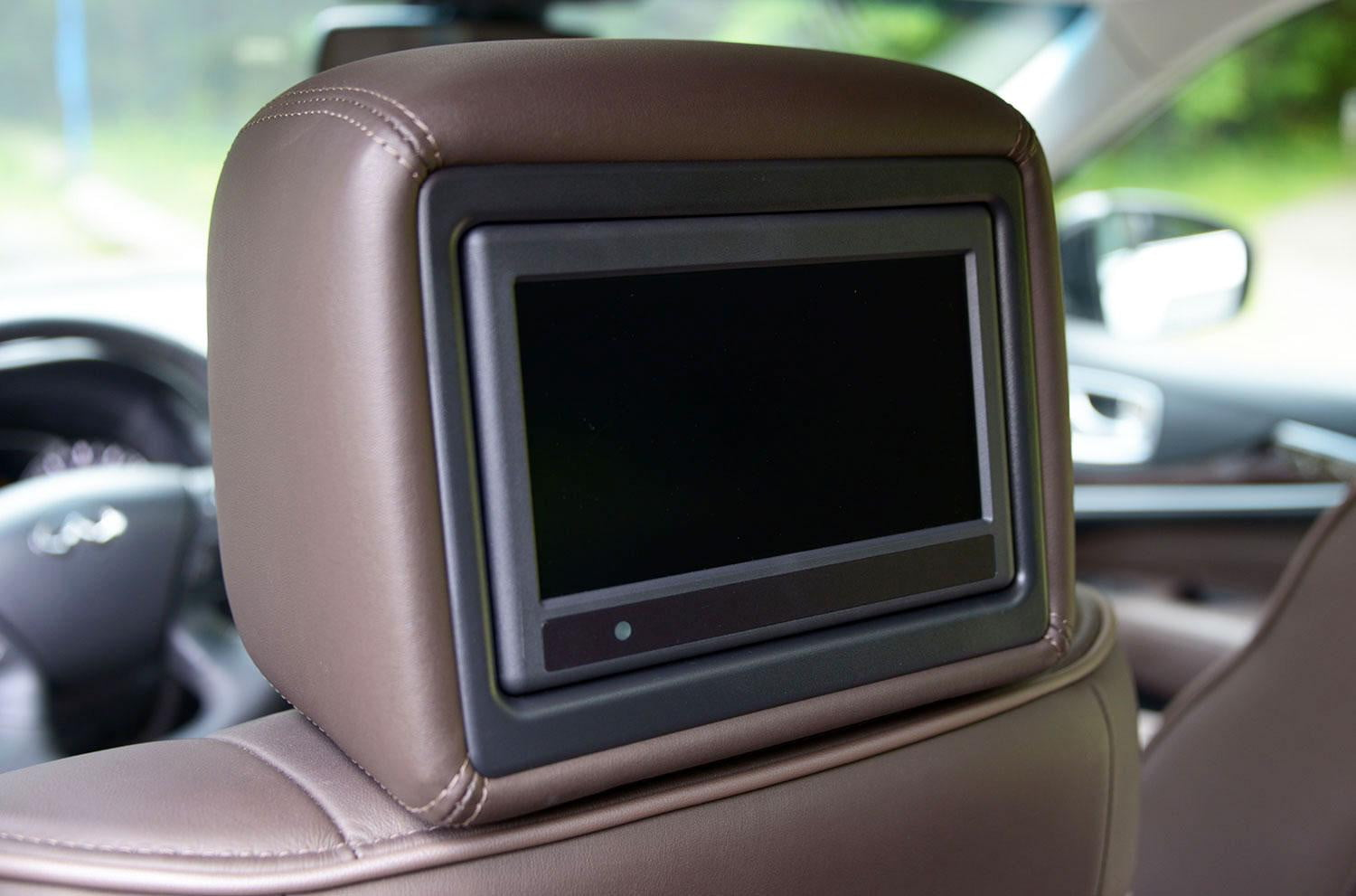 2013 infiniti jx35 digital trends 2013 infinity jx35 interior tech rear entertainment system vanachro Image collections