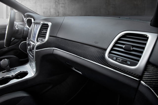 2014-Jeep-Grand-Cherokee-SRT-front-dash