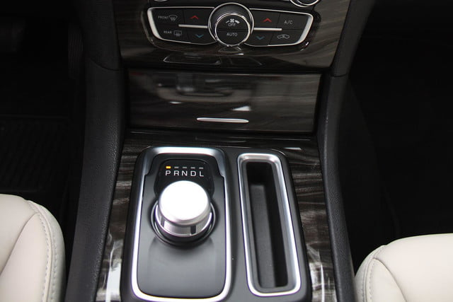 2015 Chrysler 300 console