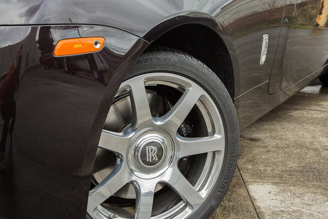2015 rolls royce wraith front tire