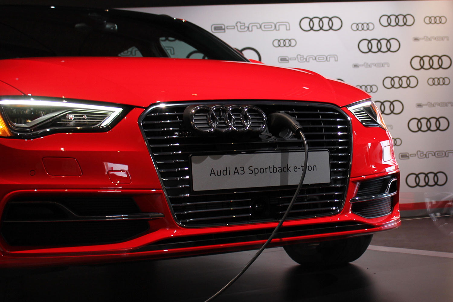2016 audi a3 e tron first drive digital trends. Black Bedroom Furniture Sets. Home Design Ideas