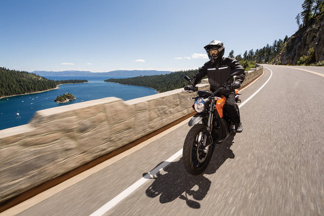 zero motorcycles introduces new models 2016 ds action 06 4800x3200 press