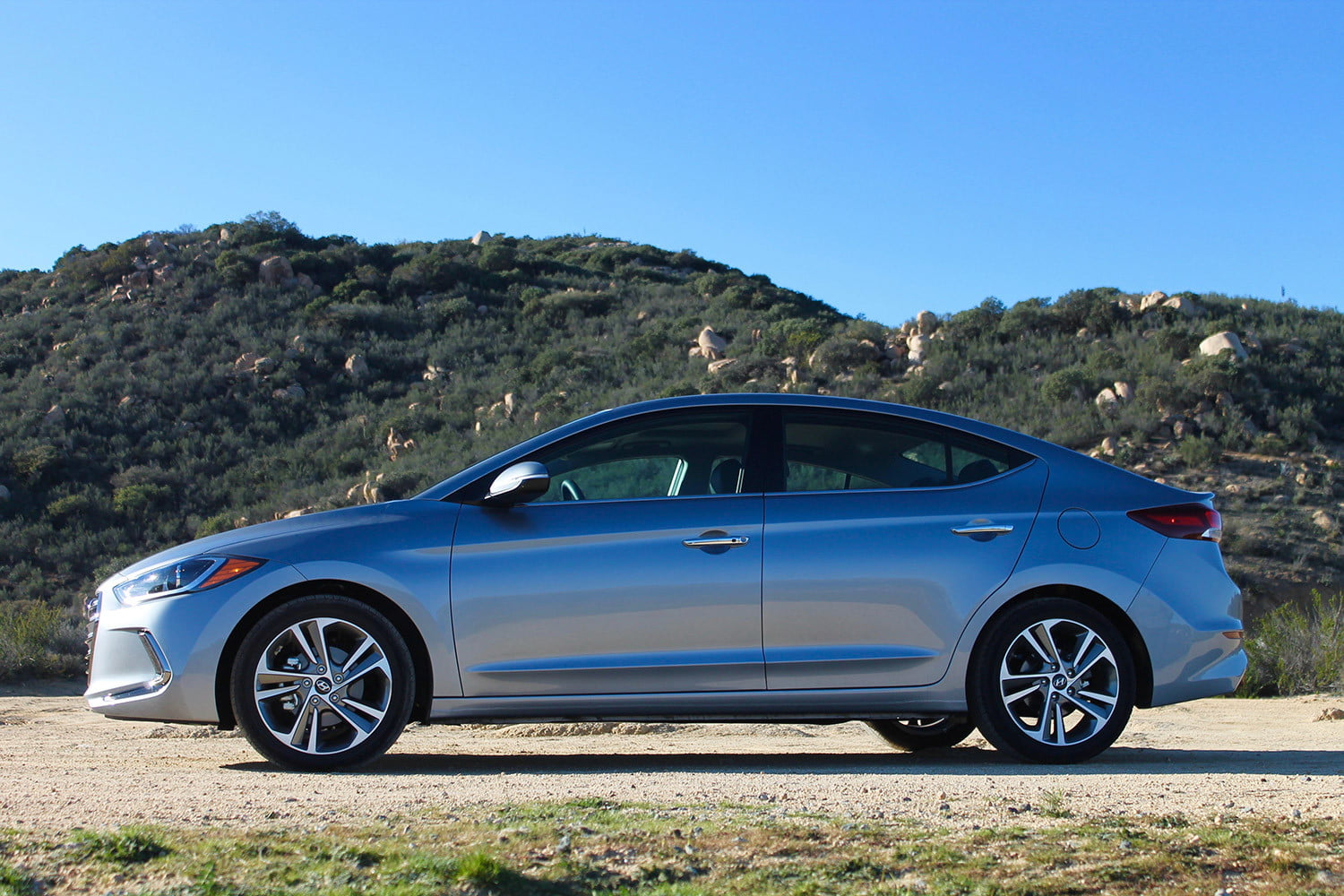 2017 hyundai elantra first drive review pictures specs. Black Bedroom Furniture Sets. Home Design Ideas