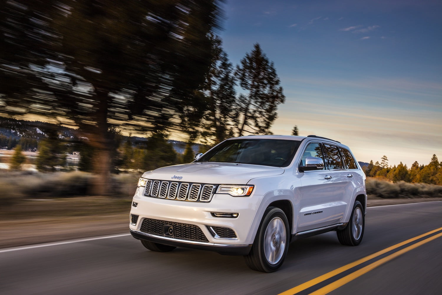 jeep adds two new models to the 2017 grand cherokee lineup. Black Bedroom Furniture Sets. Home Design Ideas