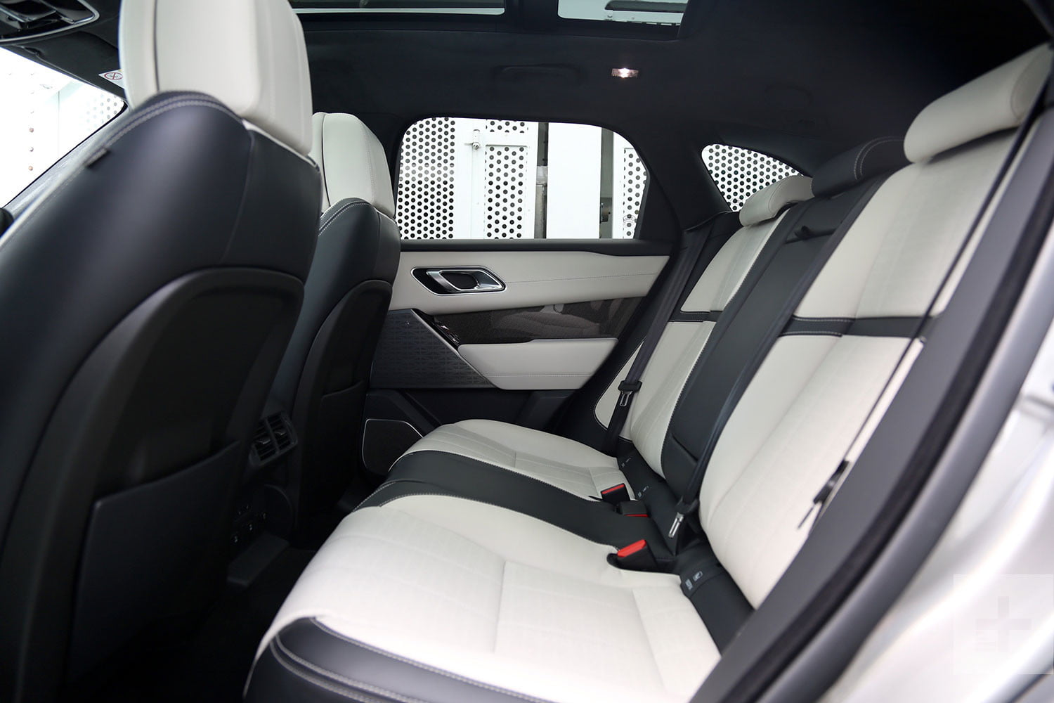2018 land rover range rover interior.  land 2018 land rover range velar review for land rover range interior