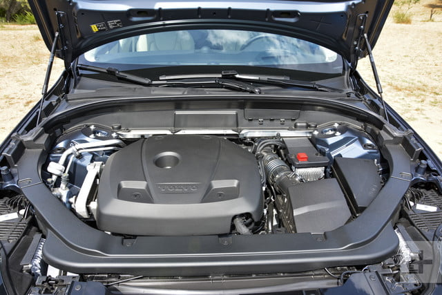 Close up of the 2018 Volvo XC60's mid-range T6 engine.