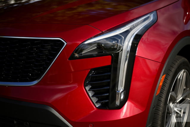 2019 cadillac xt4 headlight