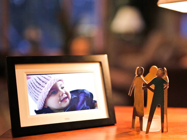 Skylight Frame Takes New Photos Via Email For Easy Sharing | Digital ...