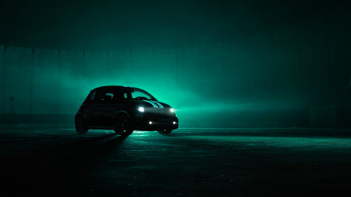 abarth shows one of a kind fiat 500 with scorpion skin paint glow v3 1l srgb 1800x1013px