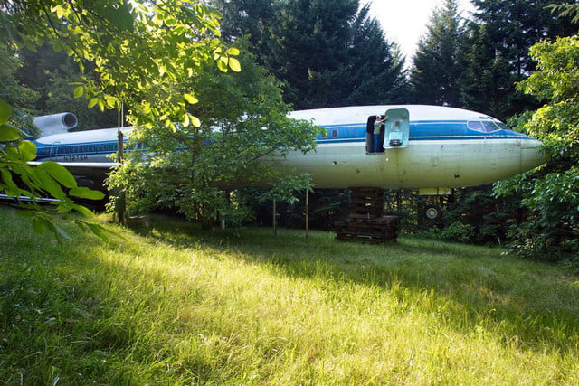 bruce campbell lives inside a boeing 727 airplane airplanehome 0026
