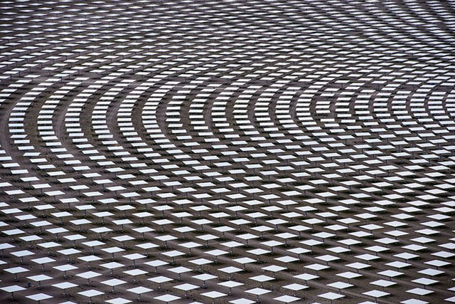 peek inside nevada solar plant 247 power molten salt all 1 2 million square meters of glass was u s  sourced with assembly co