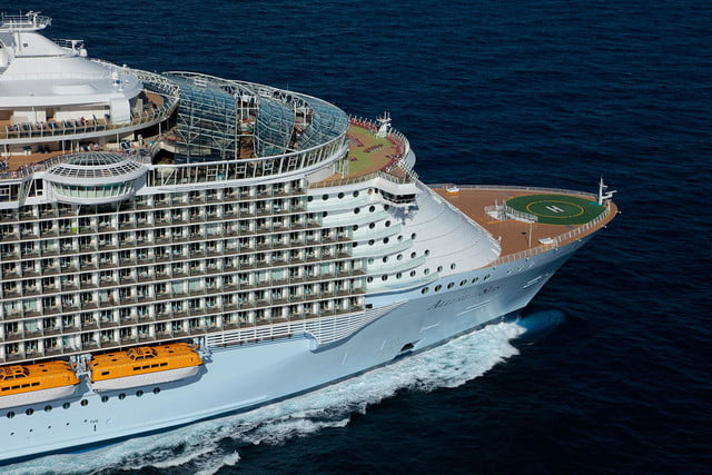 worlds largest cruise ships allure of the seas 007