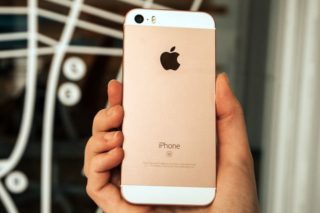 711b1eafc35 Apple iPhone SE Review