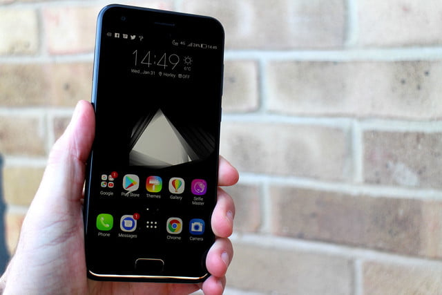 Asus Zenfone 4 Review Hand