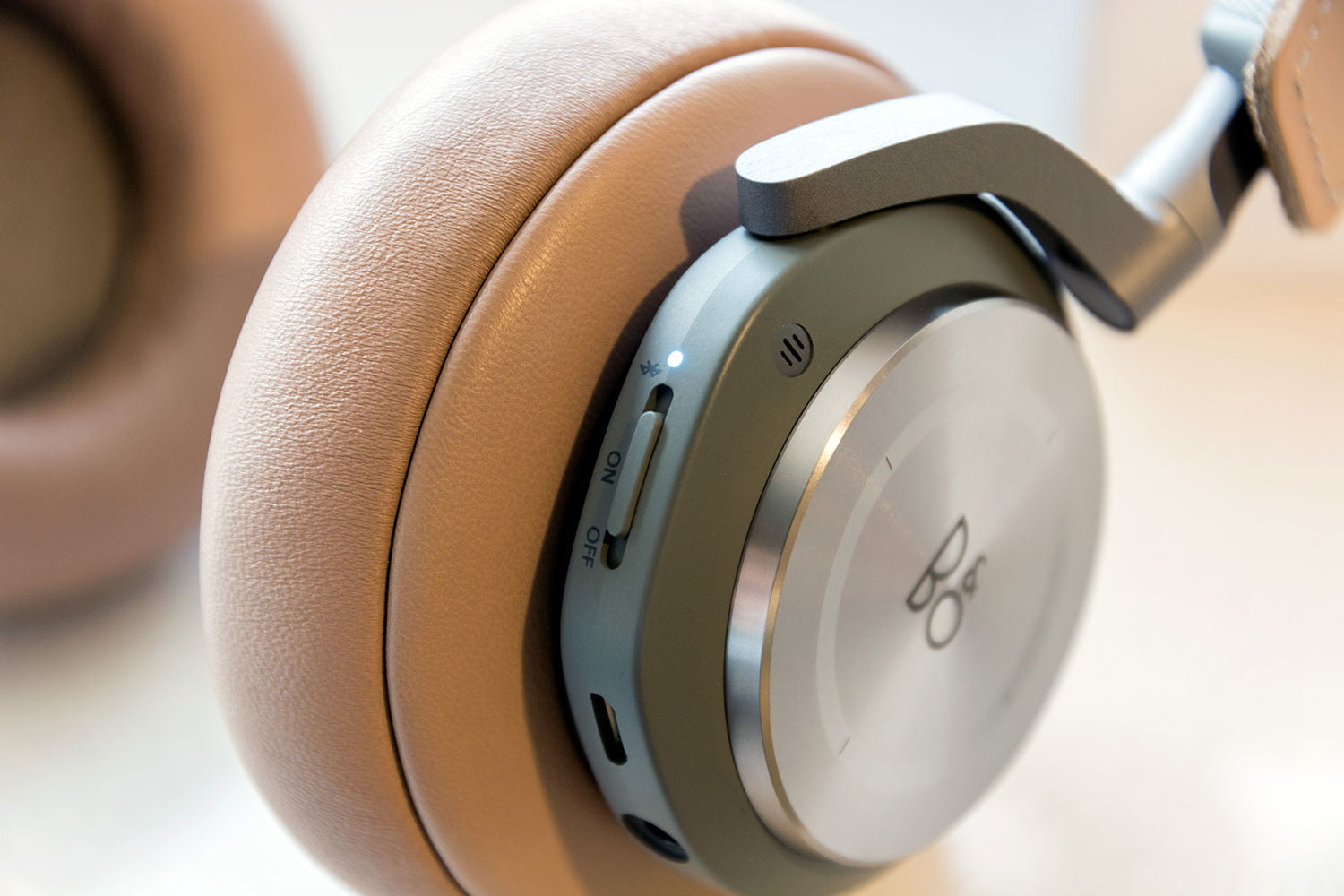 bang olufsen beoplay h9 headphones review digital trends. Black Bedroom Furniture Sets. Home Design Ideas