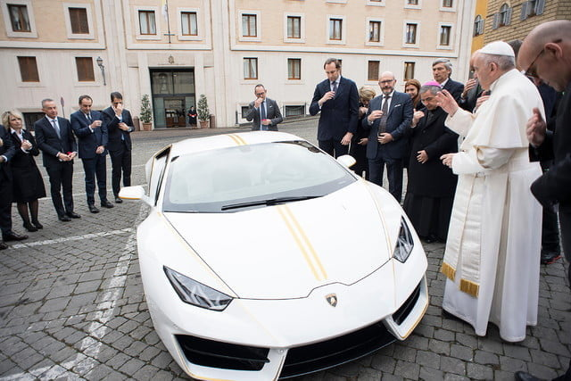 lamborghini gifts huracn lp580 2 to pope francis for charity 2017  digitaltrends gets a huracan 13