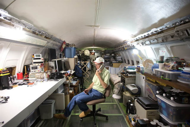bruce campbell lives inside a boeing 727 airplane airplanehome 0012