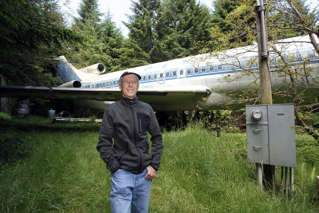 bruce campbell lives inside a boeing 727 airplane airplanehome 0015