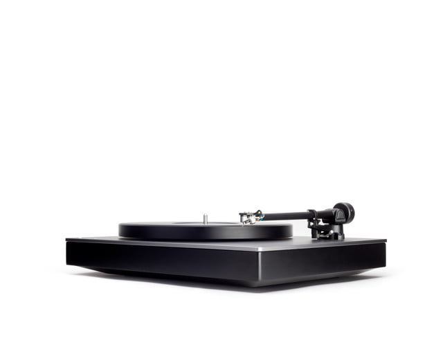 cambridge audio aptx hd turntable ces 2019 alva tt front angl