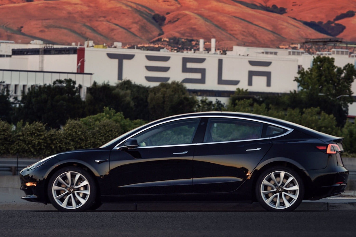 Tesla Model 3 Dimensions >> Tesla Model 3 Vs Tesla Model Y Price Specs And Range