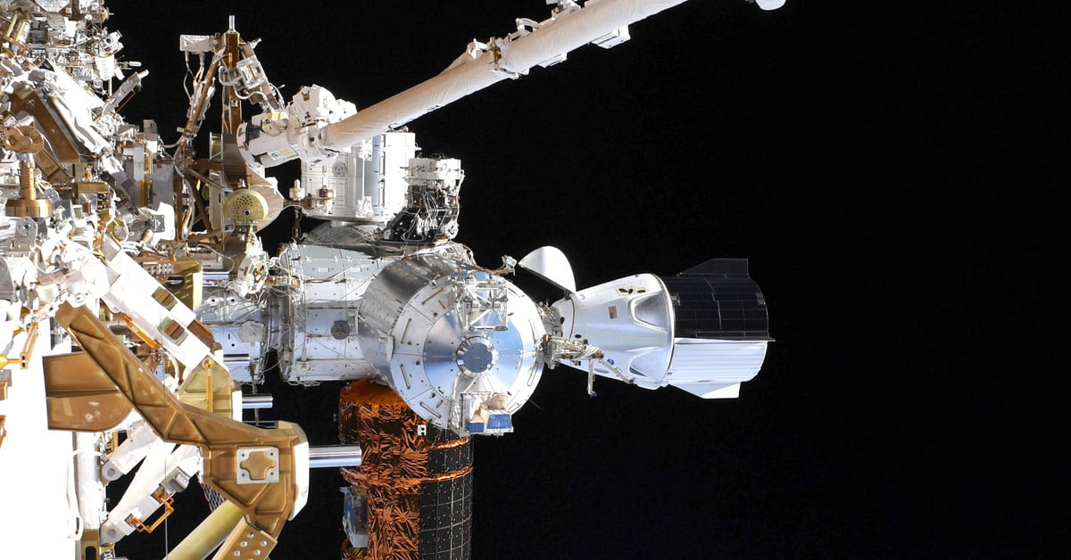 Spacewalk astronaut snaps Crew Dragon photo as possible return date named