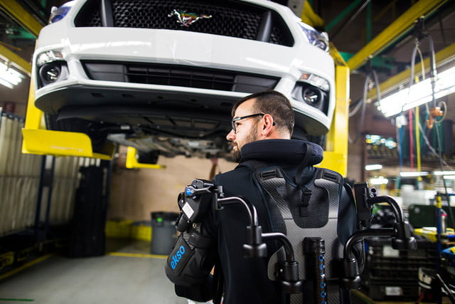 ford workers exoskeleton vests 1