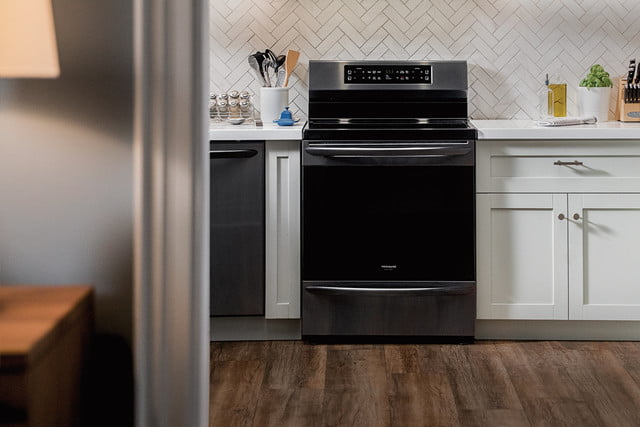 cooking on the frigidaire gallery fgif3036tf induction range self cleaning oven 6