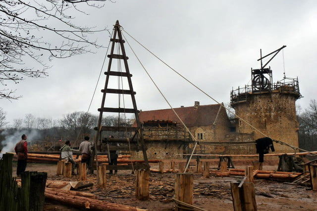 the guedelon castle is being built with 13th century techniques gu  delon 0049