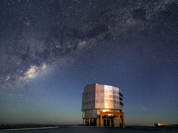 In this new image, twilight reveals a breathtaking night sky over ESO's Paranal Observatory, which houses the Very Large Telescope (VLT).