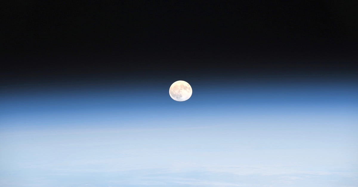 Astronaut captures stunning moonrise images from space station