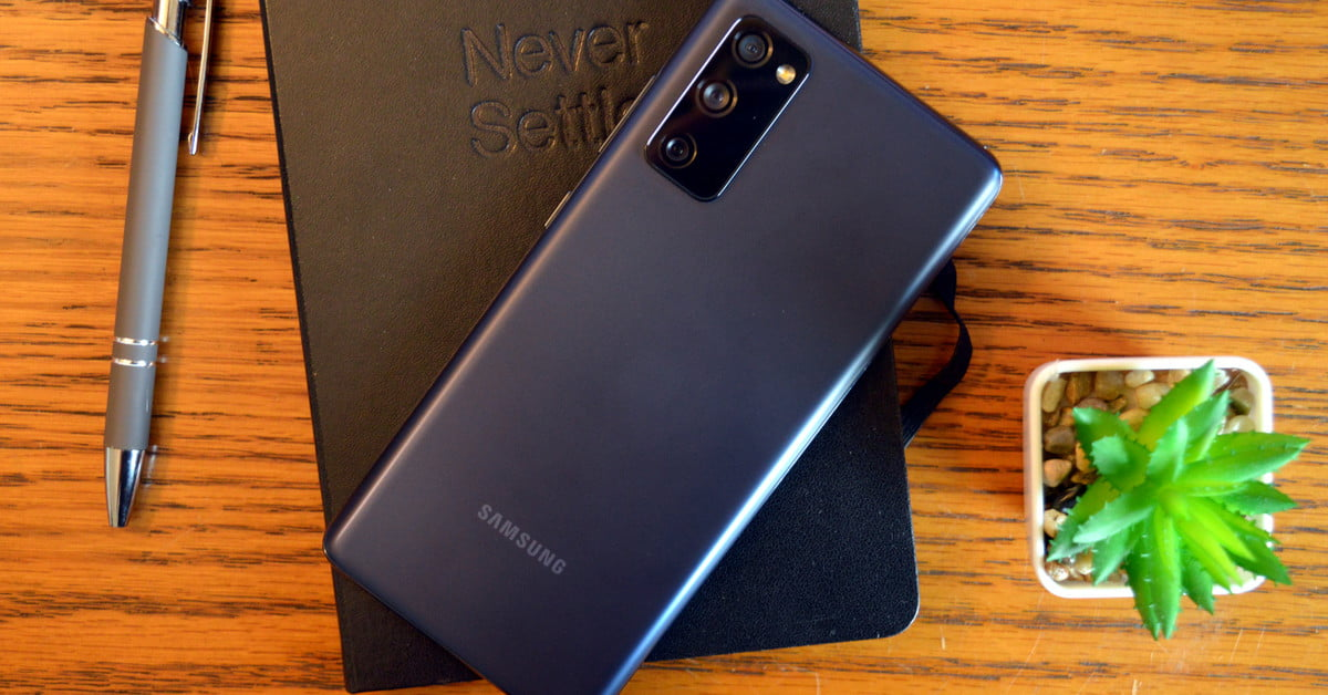 Samsung Galaxy S20 Fe Vs Samsung Galaxy S20 What Difference Does 300 Make Digital Trends