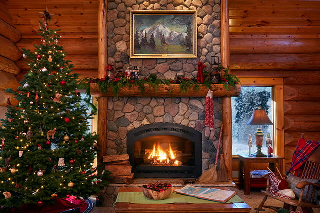zillow lists and shows off home of santa 2 santas house livingroom 052