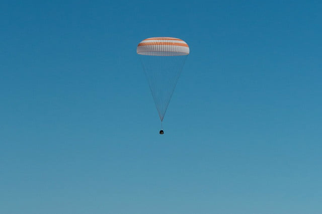 iss astronaut trio return to earth soyuz landing 1