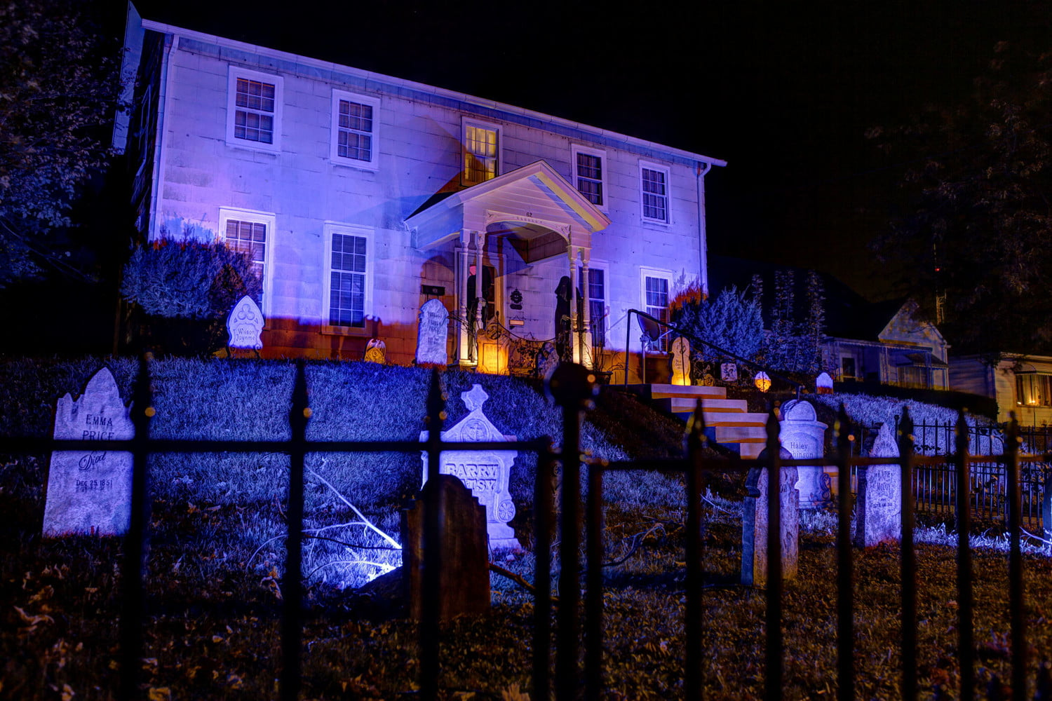 Halloween Spooky House.How To Create Spooky Halloween Effects With Smart Lighting