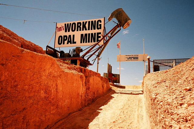 coober pedys residents live in underground dugouts tom s working opal mine 003