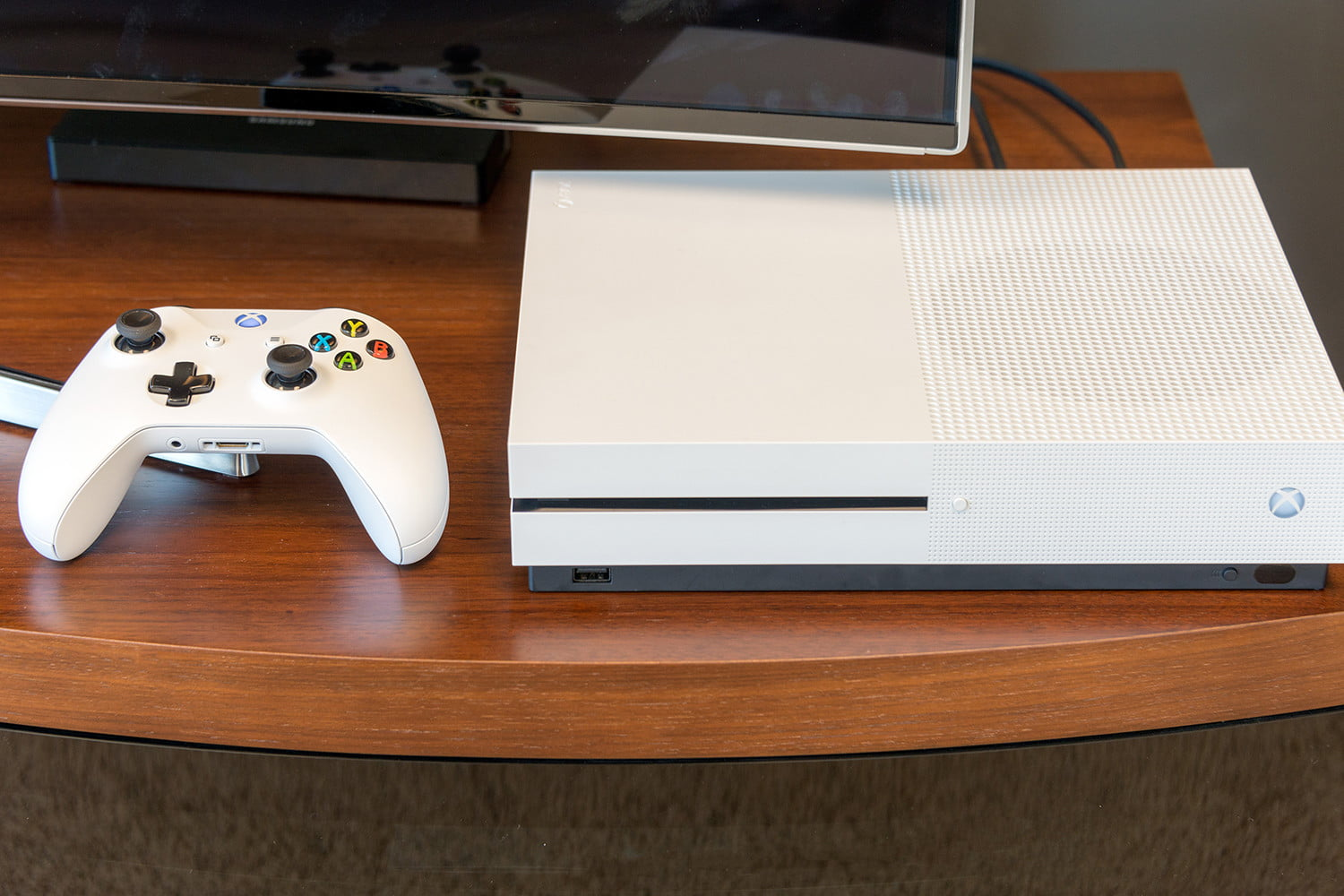 Xbox One vs  Xbox One S | Spec Comparison | Digital Trends