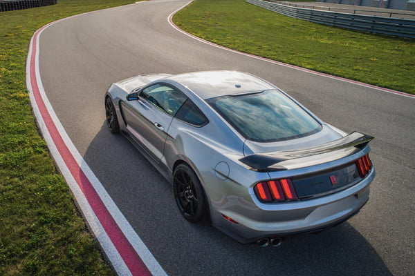 ford mustang shelby gt350r 2020 4 600x400 c
