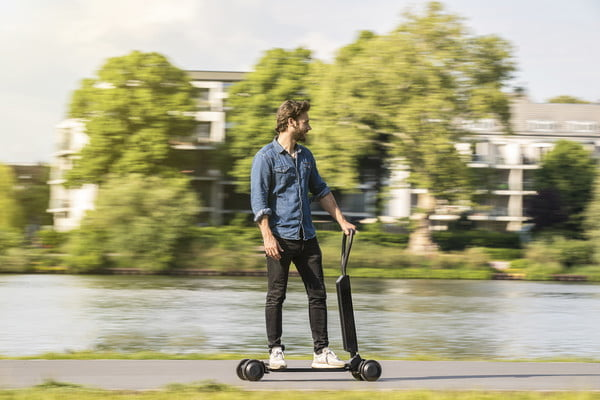 audi e tron scooter electrico combines with skateboard 4 600x400 c