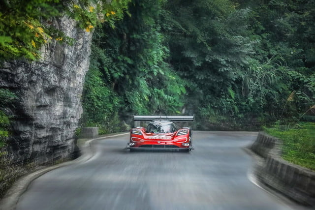 volkswagen id r electrico china record tianmen mountain 2019 large 10122 700x467 c