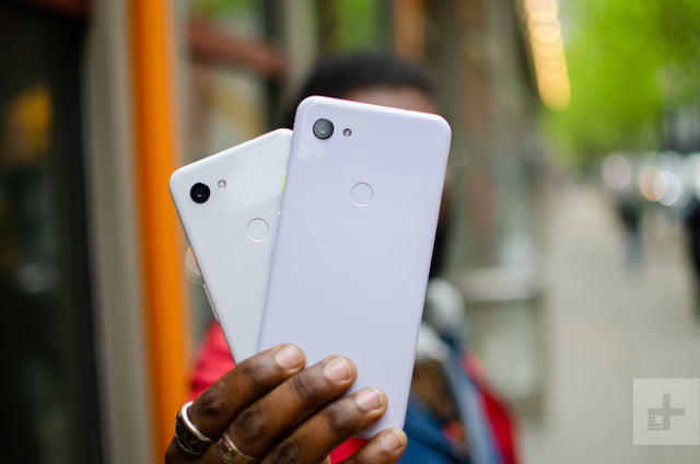 pixel 3 de rango medio 3a xl both hands on