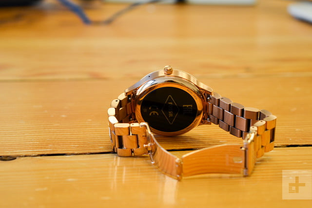 Fossil Q Venture review clasp open