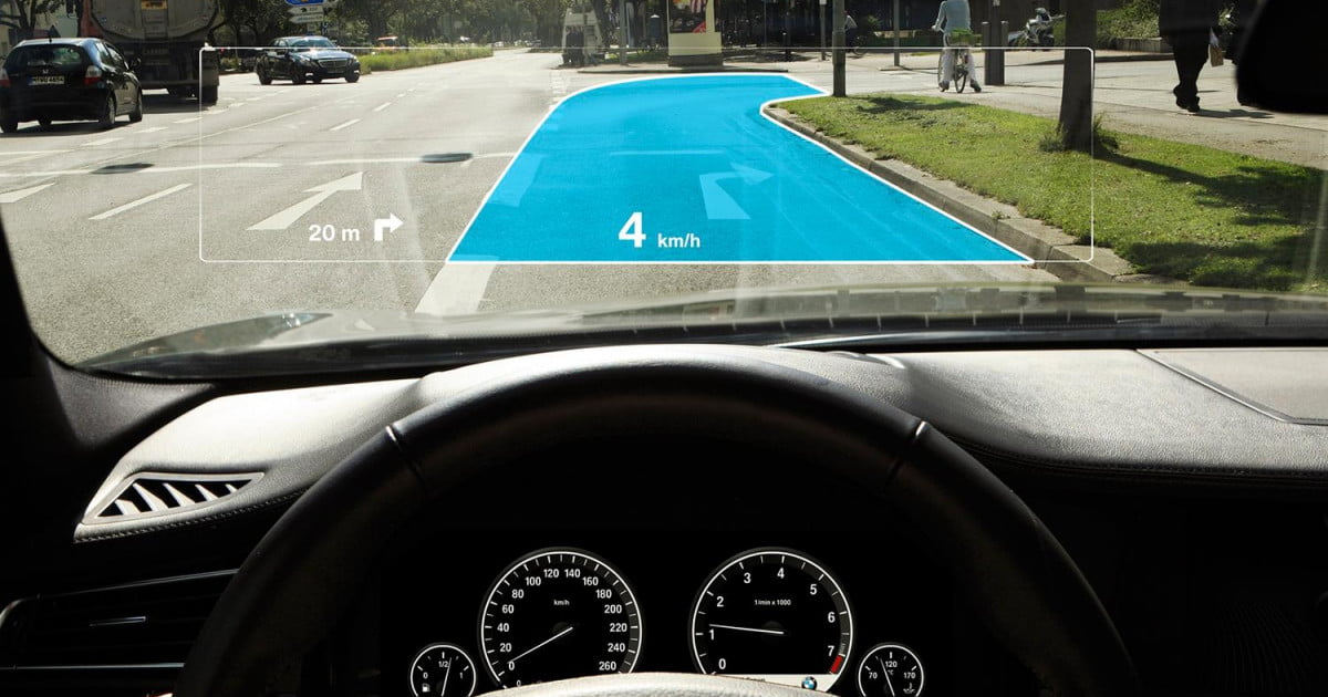 Car Driving Games >> The future of Jaguar's Augmented Reality Laser HUD | Digital Trends