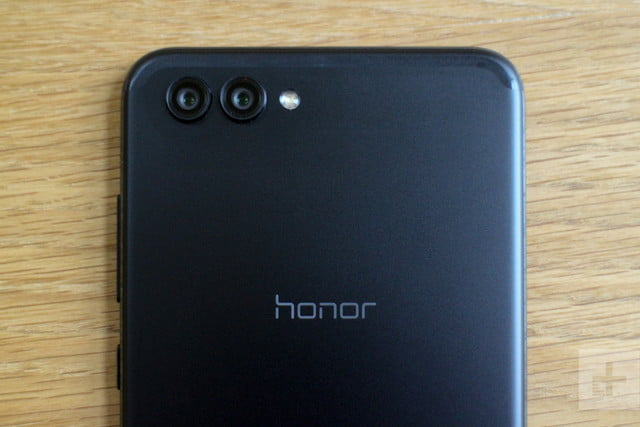 Honor View 10 review back lens