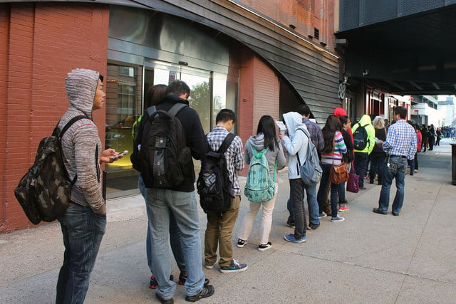 apple iphone 6 launch day news line 12