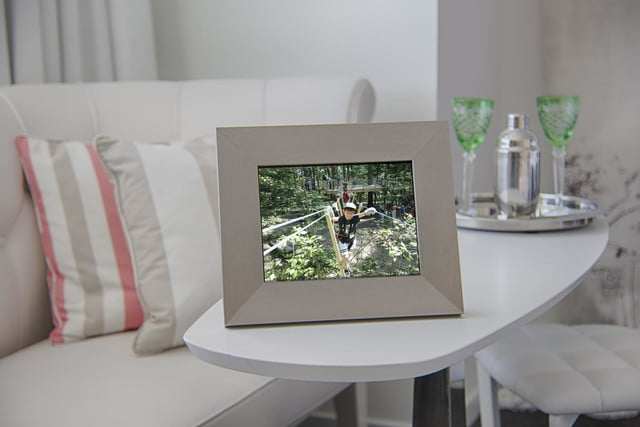 whats that slot in the picture frame for you put your ipad there isotto 1