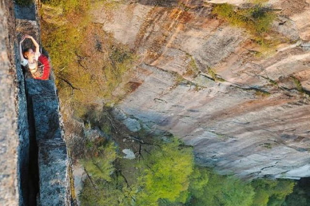photographer jay philbrick adds dramatic effect placing subjects on ledge 4
