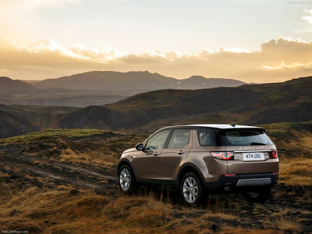 Land_Rover-Discovery_Sport_rear angle
