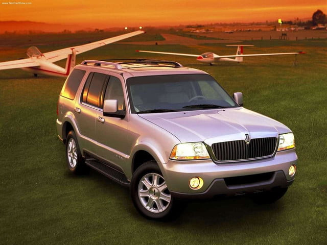 Lincoln-Aviator_2003_front angle