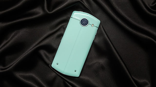 with a 21 megapixel front facing camera the meitu v4 ensures your trip to selfie heaven 3